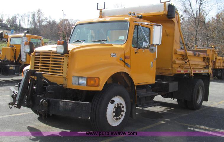 G2179.JPG - 2000 International 4900 dump truck , 170,363 miles on odometer , 9,276 hours on meter , Internationa...