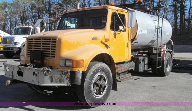 G2182.JPG - 1996 International 4900 oil distribution truck , 68,741 miles on odometer , 7,921 hours on meter , I...