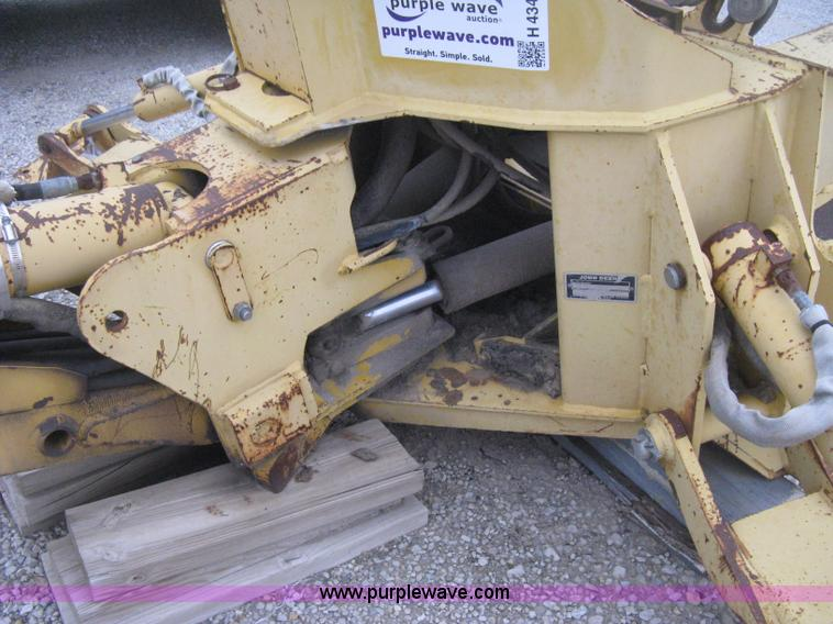 H4343K.JPG - John Deere Pro 911 Extender skid steer backhoe attachment , Operators station , Pin on 18 quot bucke...