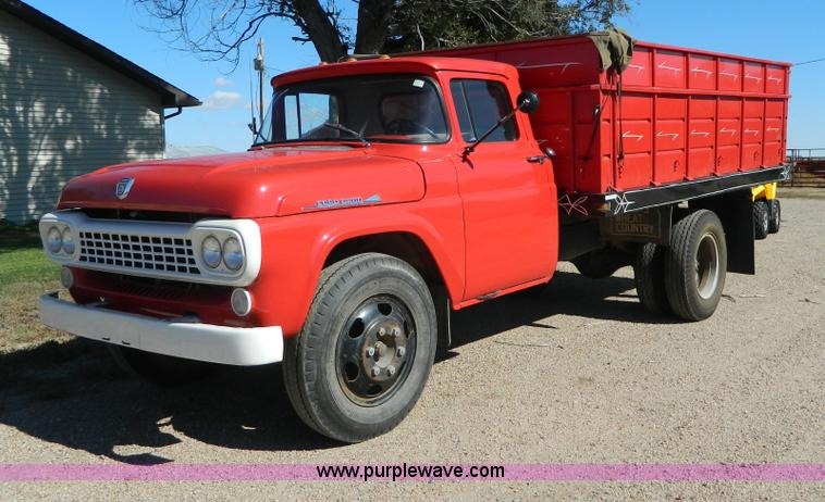 AZ9110.JPG - 1958 Ford F600 grain truck , 60,976 miles on odometer , Eight cylinder gas engine , Four speed manua...