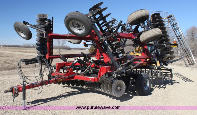 C1681.JPG - 2010 Case IH 330 Turbo till folding disk , 25W , 19 5 quot disks , Blade coulters , Rear reels , Tru...