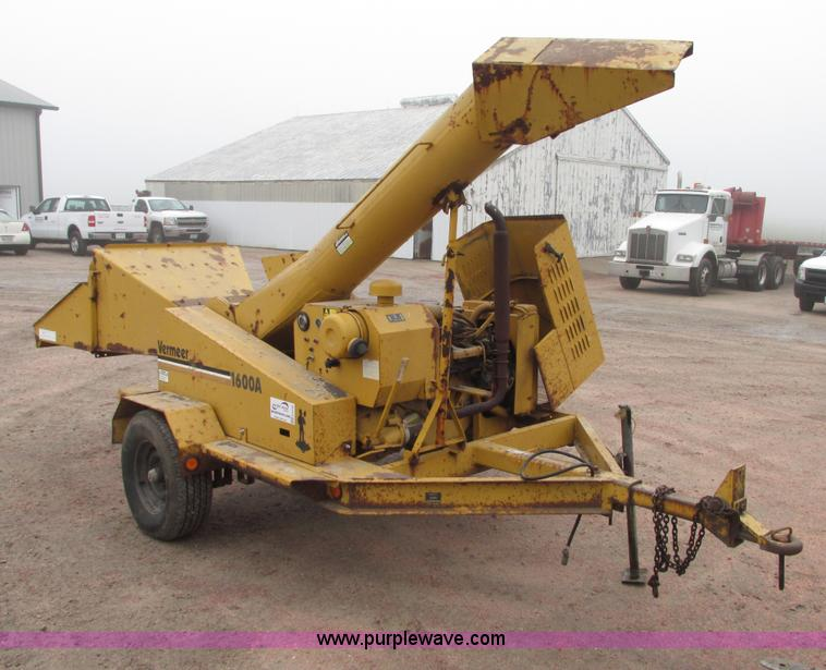 G9190.JPG - Vermeer 1600A wood/brush chipper , 1,693 hours on meter , Ford six cylinder gas engine , Model GSG 6...