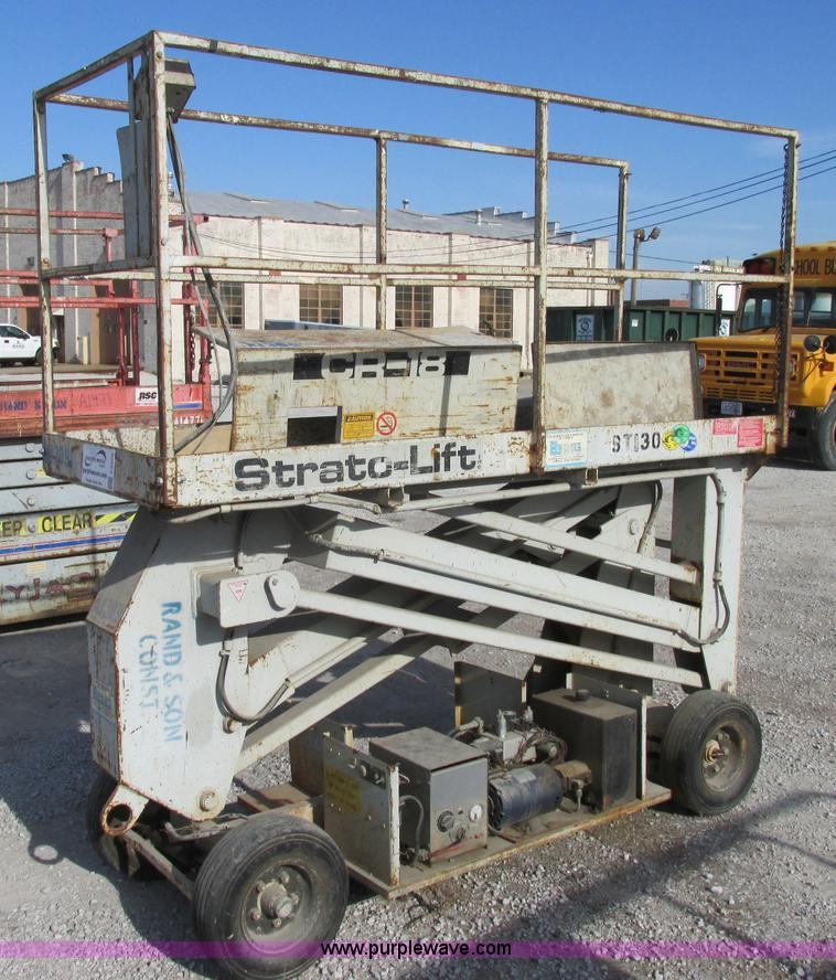 No Reserve Auction On Tuesday May 07: Strato Lift CR-18 Scissor Lift