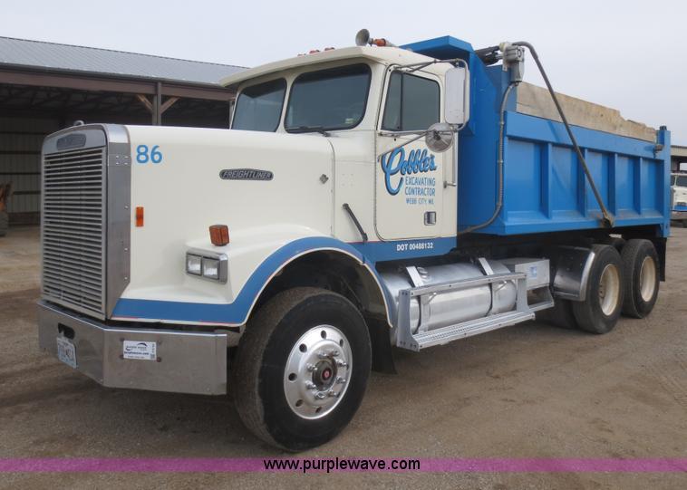 F6745.JPG - 1986 Freightliner FLC 64T dump truck , 807,270 miles on odometer , Caterpillar 3406 14 6L L6 diesel ...