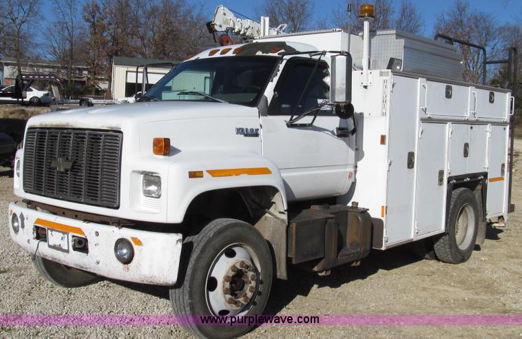 G2203.JPG - 1996 Chevrolet Kodiak service truck with Maintainer 3220 service crane , 289,322 miles on odometer ,...