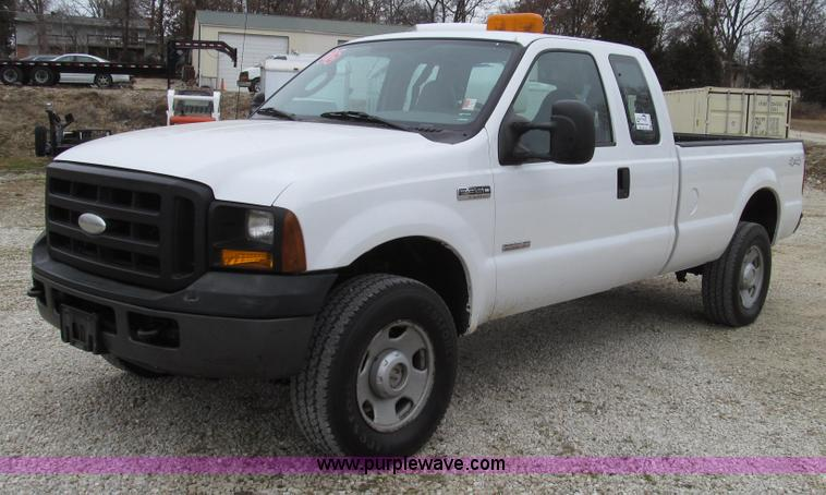 G2213.JPG - 2006 Ford F350 Super Duty XL pickup truck , 146,116 miles on odometer , 6 0L V8 OHV 32V turbo diesel...