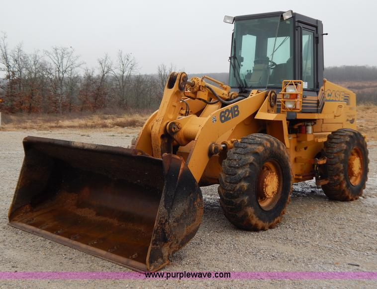 H3921.JPG - 1998 Case 621B loader , 6,599 hours on meter , Cummins six cylinder diesel engine , Serial 45696822 ...
