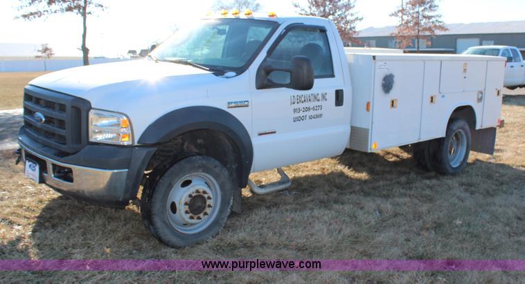 H7847.JPG - 2006 Ford F550 utility truck , 98,068 miles on odometer , 6 0L V8 OHV 32V turbo diesel engine , Auto...