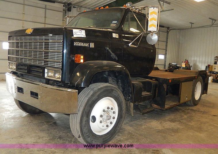 I9491.JPG - 1986 Chevrolet Kodiak flatbed truck , 79,651 miles on odometer , Caterpillar 3208 10 4L V8 diesel en...