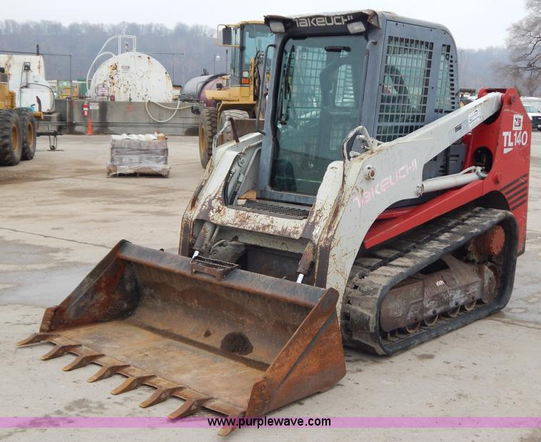 H3839.JPG - 2005 Takeuchi TL140 track skid steer , 6,400 hours on meter , Isuzu AA 45G1T diesel engine , Enclose...