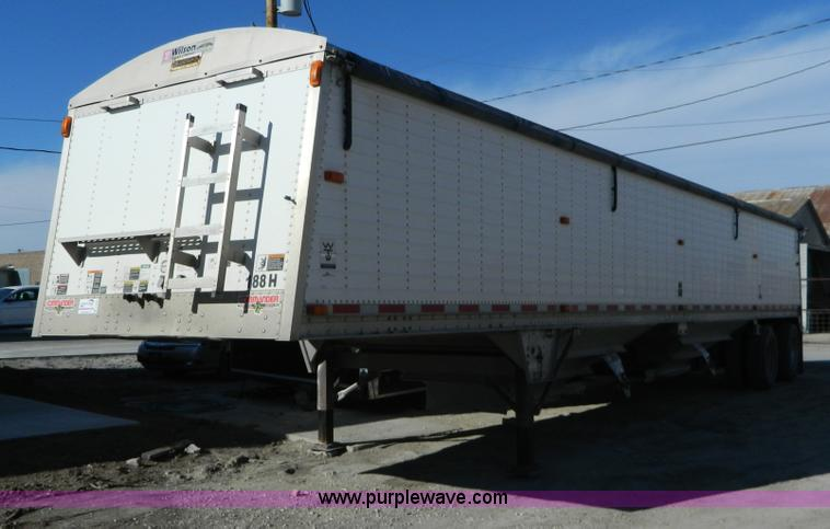 D6078.JPG - 2006 Wilson Pace Setter grain trailer , 43L x 96 quot W , 60 quot H , Double hopper bottom , Rollove...