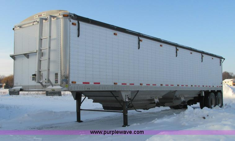 E5242.JPG - 2011 Timpte tandem axle hopper bottom trailer , 42L x 102 quot W x 1110 quot H , Two compartments , ...