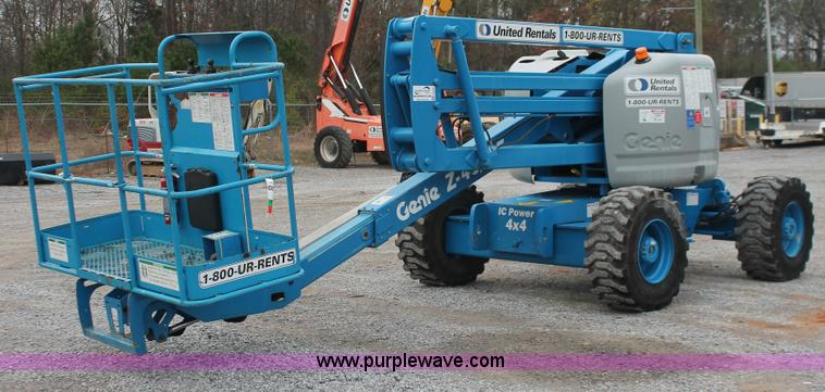 H8305.JPG - 2003 Genie Z45/25 articulating boom lift , 2,706 hours on meter , Ford LRG 425 EFI four cylinder gas...