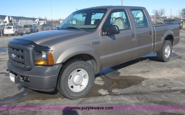 F8067.JPG - 2007 Ford F250 Super Duty XL Crew Cab pickup truck , 123,757 miles on odometer , 5 4L V8 SOHC 16V ga...