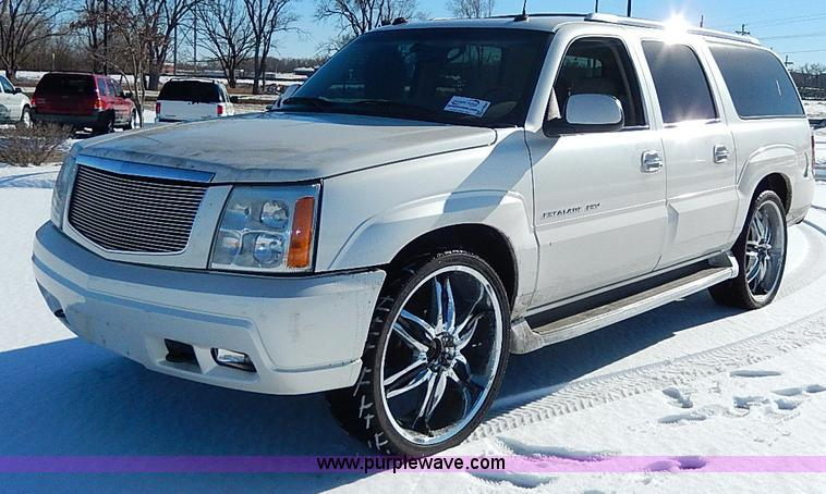 H9594.JPG - 2004 Cadillac Escalade ESV SUV , 95,028 miles on odometer , 6 0L V8 OHV 16V gas engine , Automatic t...