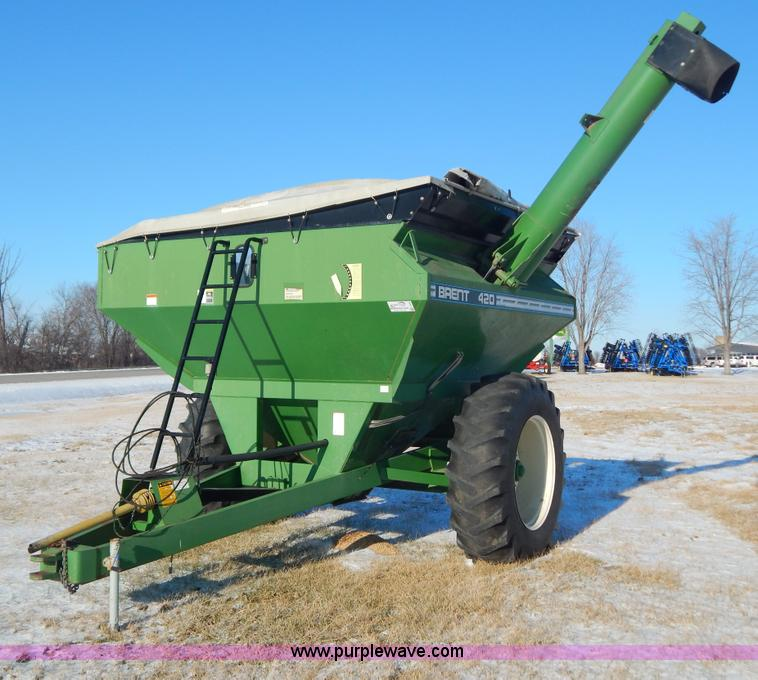 F5498.JPG - Brent 420 grain cart , 1000 PTO , Manual jack , Tarp cover , Pin hitch , 20 8 38 tires , Serial B186...