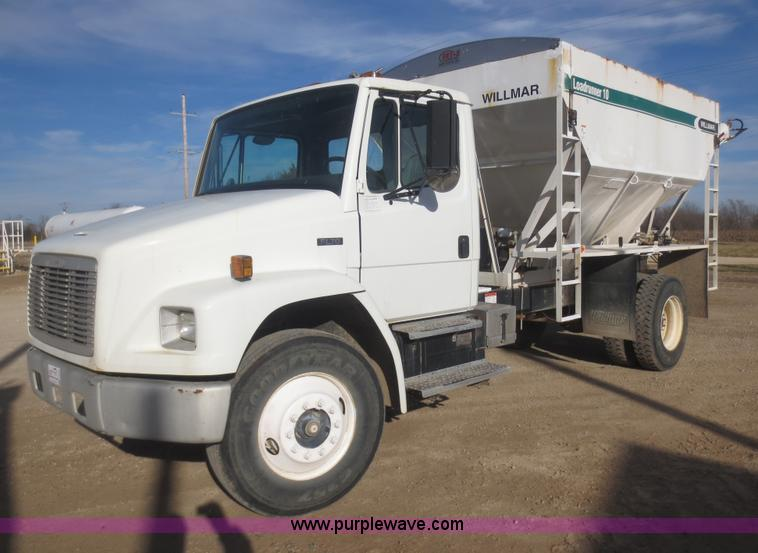 F8078.JPG - 1995 Freightliner FL70 fertilizer tender truck , 33,078 miles on odometer , Cummins 5 9L L6 turbo di...