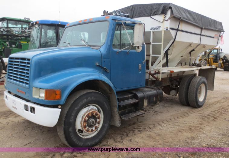 F8099.JPG - 1990 International 4900 fertilizer tender truck , 165,101 miles on odometer , International DT466 7 ...