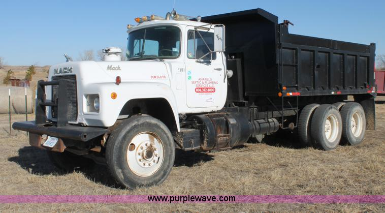 C3681.JPG - 1984 Mack RD686S dump truck , 293,420 actual miles , Mack diesel engine , Mack two stick manual tran...