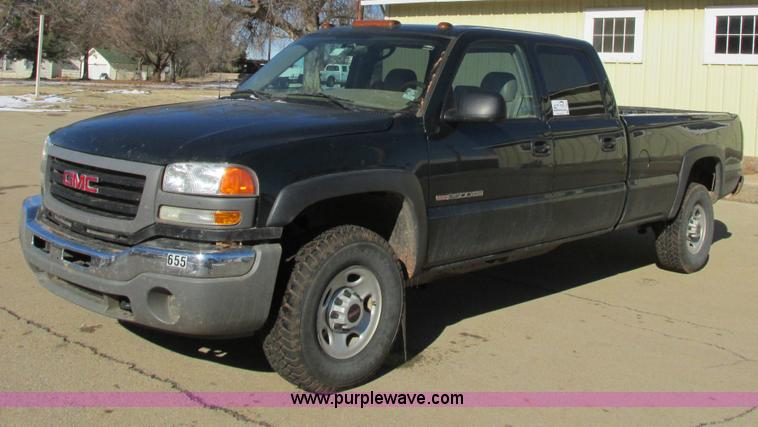 I4942.JPG - 2005 GMC Sierra 2500HD Crew Cab pickup truck , 110,443 miles on odometer , 8 1L V8 OHV 16V gas engin...