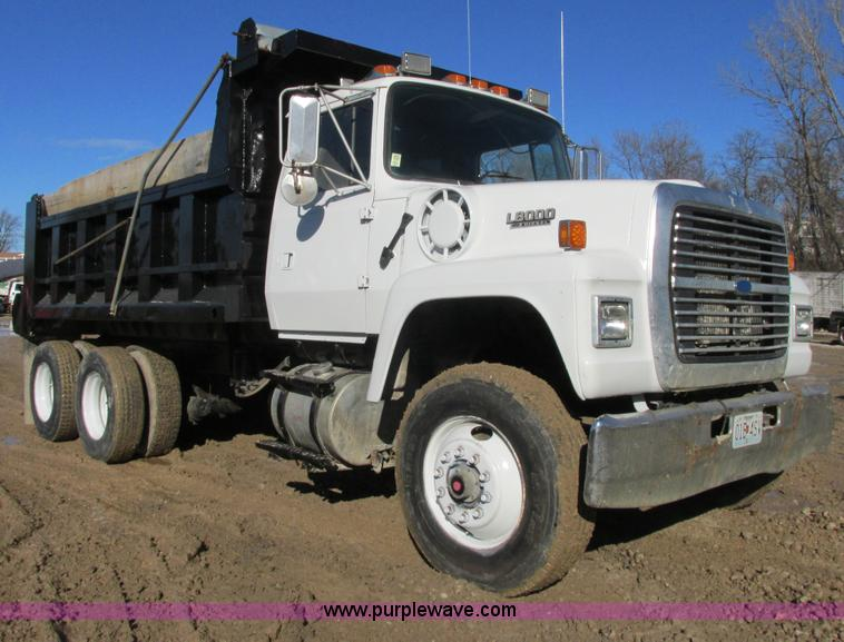 AB9294.JPG - 1995 Ford LT8000 dump truck , 209,199 miles on odometer , Cummins ISC 8 3L L6 diesel engine , Eight ...