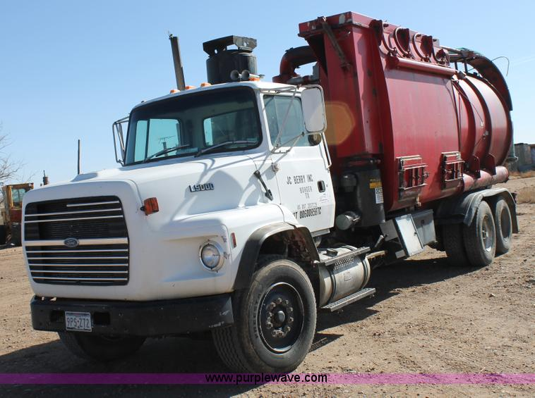 C3693.JPG - 1993 Ford LTS9000 vactor truck , 9,246 miles on odometer , 7,996 hours on meter , Odometer replaced ...