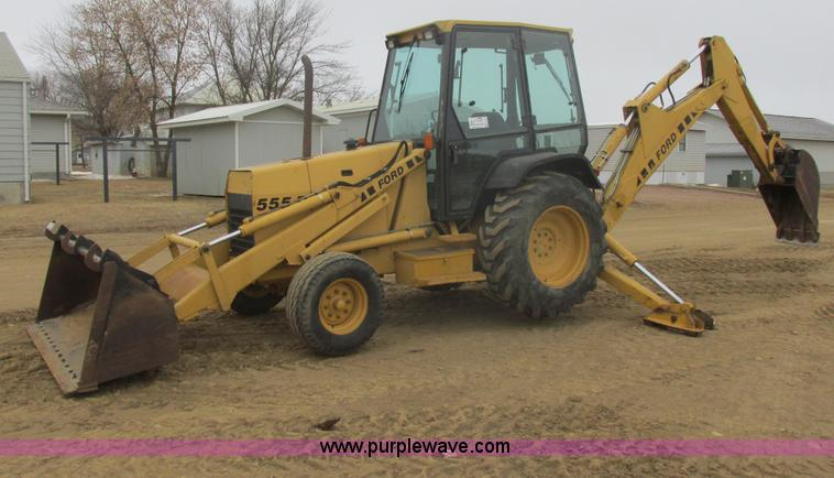 E5272.JPG - Ford 555D backhoe , 4,909 hours on meter , Ford three cylinder diesel engine , 57 HP , Powershift tr...