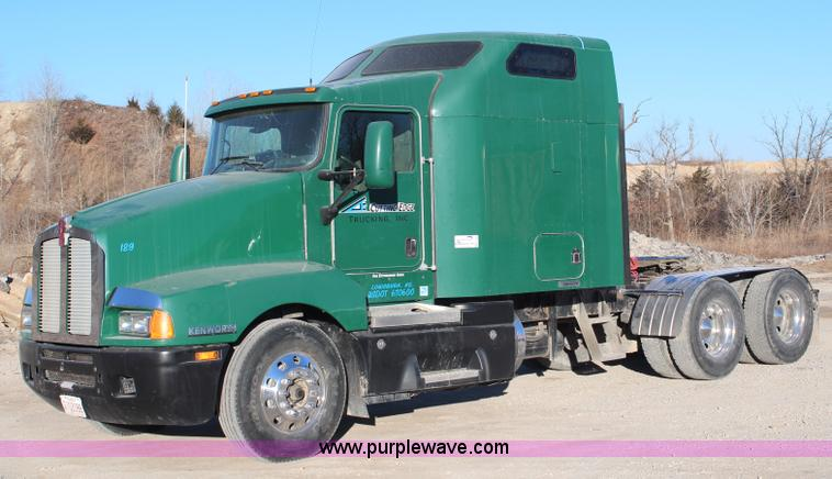 H1390.JPG - 2005 Kenworth T600 semi truck , 690,396 miles on odometer , 19,325 hours on meter , Caterpillar C15 ...