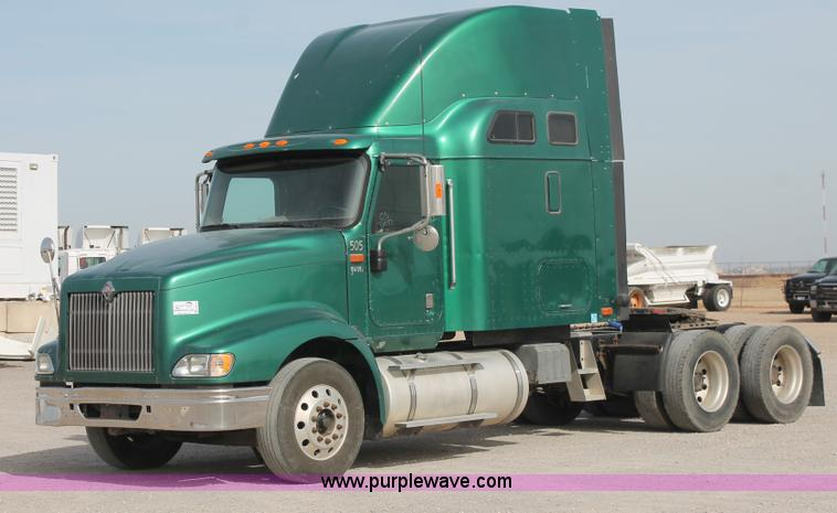 H8319.JPG - 2005 International 9400i semi truck , 709,539 actual miles , Cummins ISX 15 0L diesel engine , 475 H...