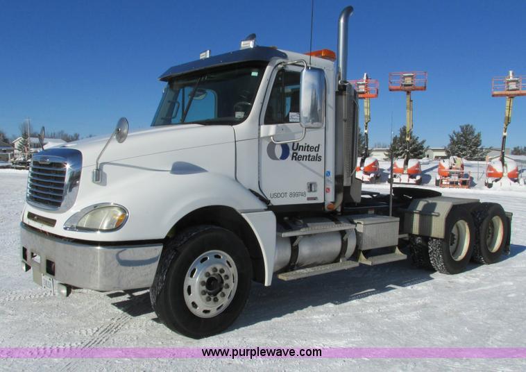 G8916.JPG - 2007 Freightliner Columbia 120 semi truck , 400,119 miles on odometer , Caterpillar C13 12 5L L6 die...