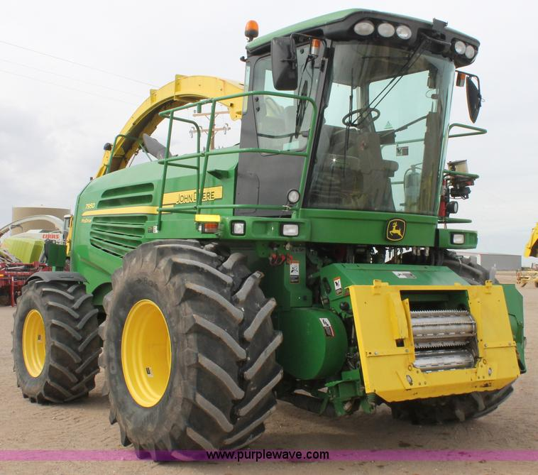 C3700.JPG - 2011 John Deere 7950 forage harvester , 1,519 engine hours on meter , 1,023 cutter hours on meter , ...