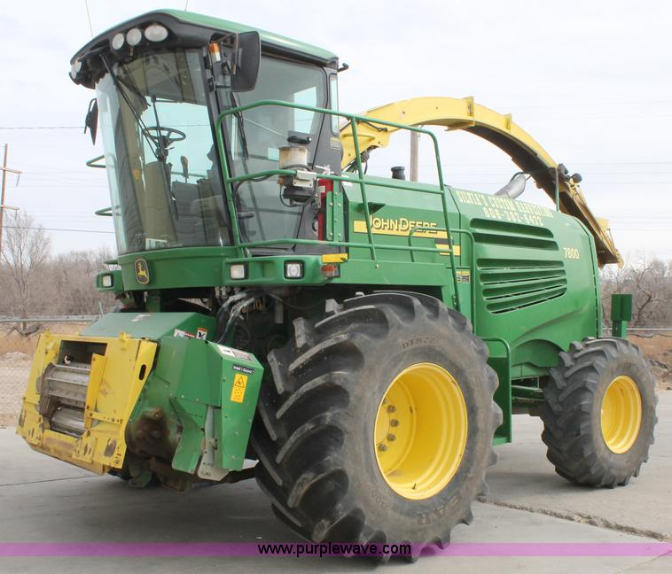 C3711.JPG - 2004 John Deere 7800 forage harvester , 3,200 engine hours on meter , 2,256 cutting hours on meter ,...