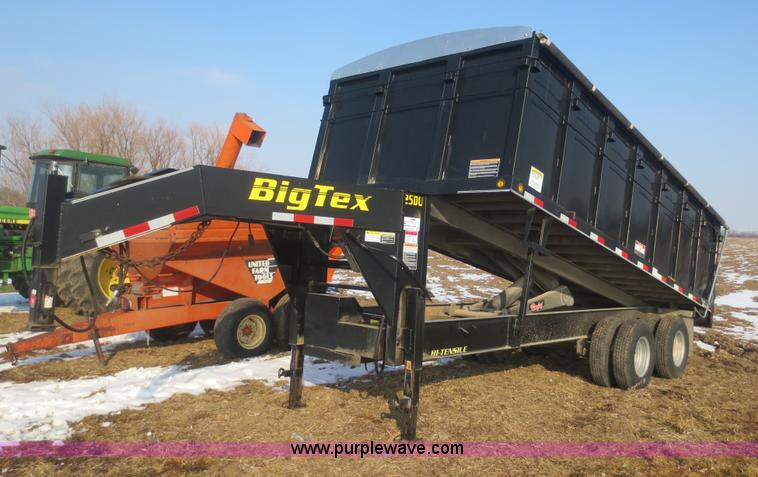 F6759.JPG - 2007 Big Tex 25DU 18 dump trailer , 18L , Rollover tarp , Hydraulic pump and motor , 4 D ring tie do...