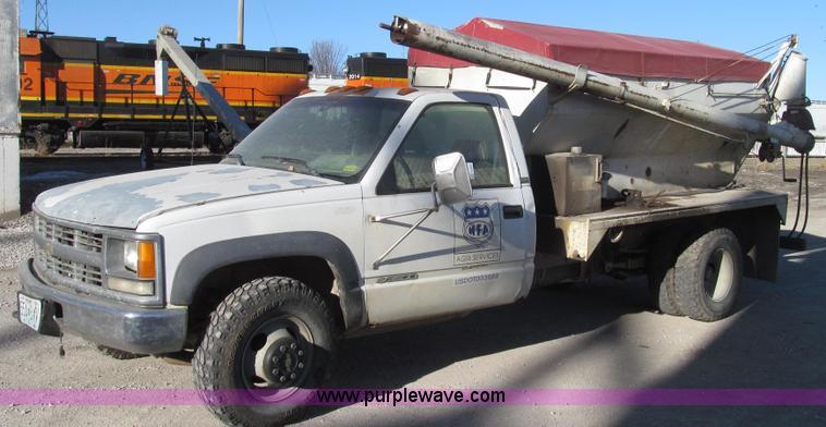 G2227.JPG - 1994 Chevrolet Cheyenne 3500 feed truck , 136,164 miles on odometer , 6 5L V8 OHV 16V turbo diesel e...