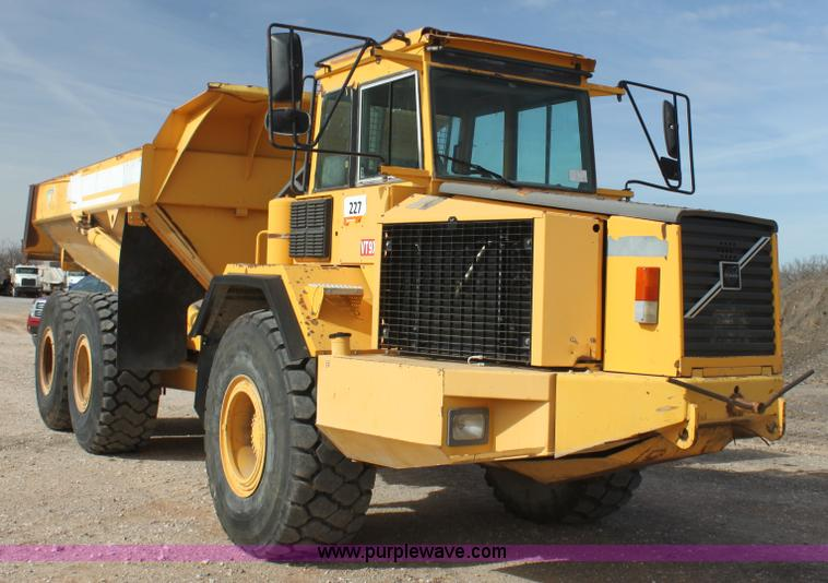 AE9043.JPG - 1999 Volvo A30C articulated haul truck , 19,076 hours on meter , 62,662 kilometers on meter , Six cy...