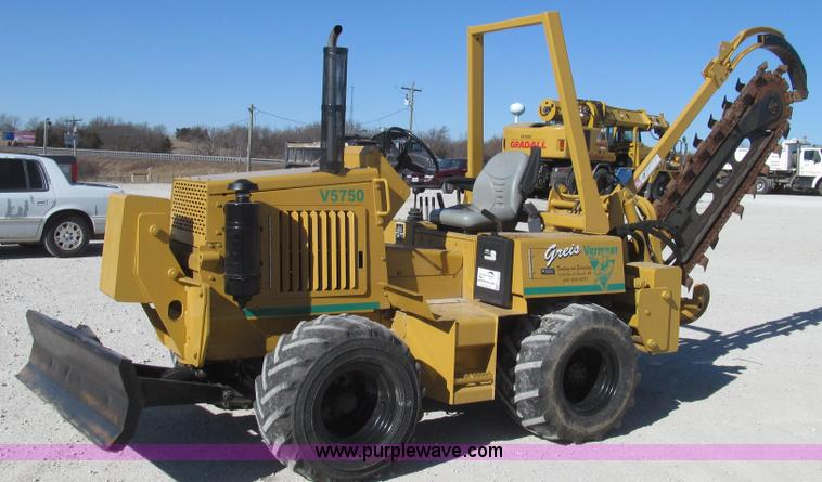 G2240.JPG - 1999 Vermeer V5750 trencher , 1,944 hours on meter , Four cylinder diesel engine , Hydrostatic trans...