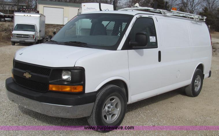 G2246.JPG - 2007 Chevrolet Express 1500 van , 104,755 miles on odometer , 4 3L V6 OHV 12V gas engine , Automatic...