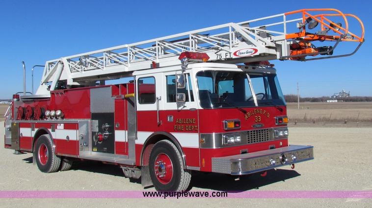 G4498.JPG - 1990 Pierce Smeal aerial fire truck , 4,907 miles on odometer , 576 hours on meter , Detroit Diesel ...