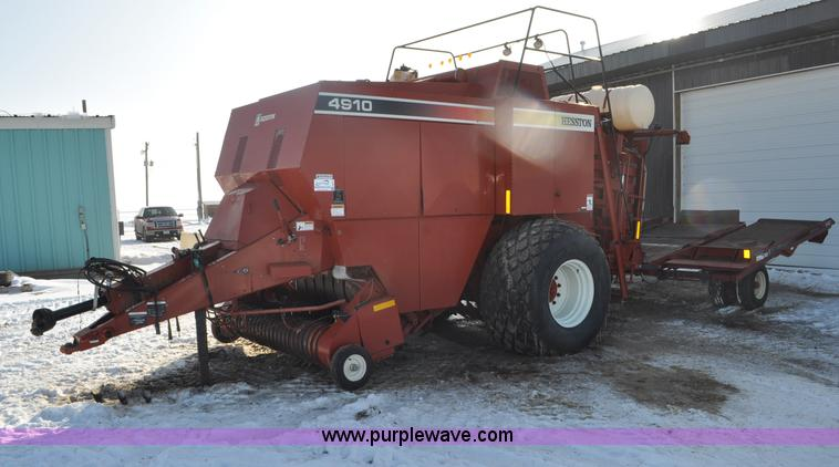 G6414.JPG - 2004 Hesston 4910 square baler , Approx 30,000 bales , 4 x 4 x 8 bale capacity , Auto lube system , ...