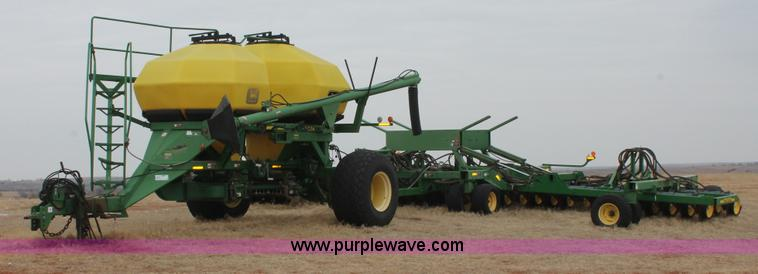 H8261.JPG - 1997 John Deere 1850 air seeder with John Deere 1900 air cart , 1850 air seeder , 42W , 3 sections ,...