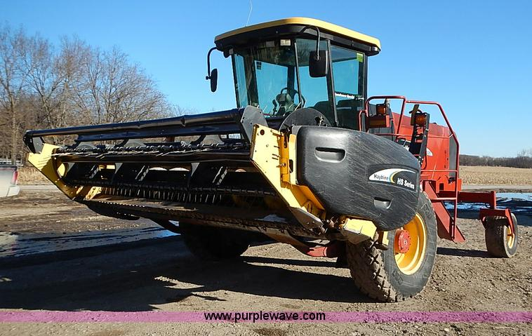 I9407.JPG - 2005 New Holland HW305 self propelled windrower , 3,270 hours on meter , 305 C I D diesel engine , M...