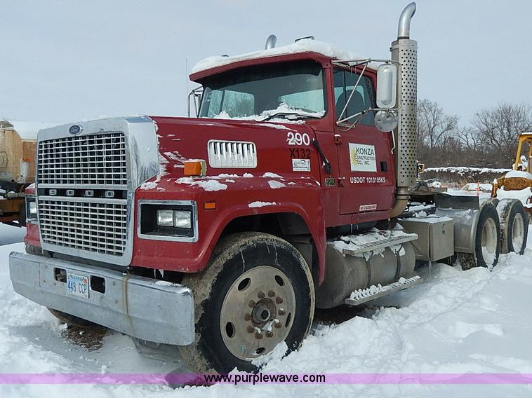 H7806.JPG - 1997 Ford LTL9000 semi truck , 559,475 miles on odometer , Caterpillar 3406 14 6L L6 diesel engine ,...