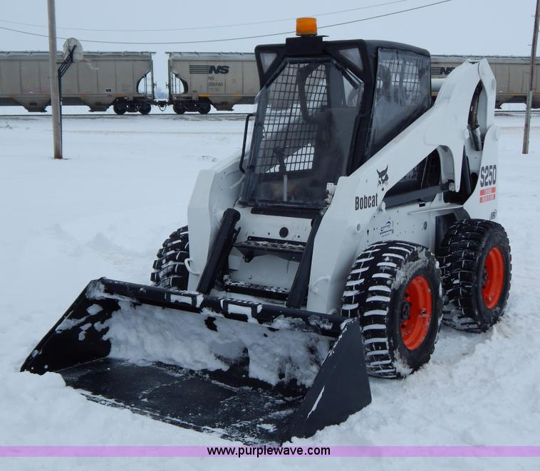I1222.JPG - 2005 Bobcat S250 skid steer , 1,219 hours on meter , Four cylinder diesel engine , Hydrostatic trans...