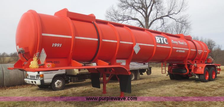 F8179.JPG - 2004 Heil 6000G water tanker trailer , 160 hours on meter , 6,000 gallon , Deutz diesel engine , Pum...