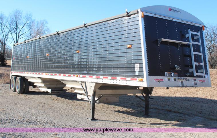 H1391.JPG - 2011 Wilson Commander DWH551CB grain trailer , 45L x 102 quot W , 70 quot H sides , Tarp , Air suspe...
