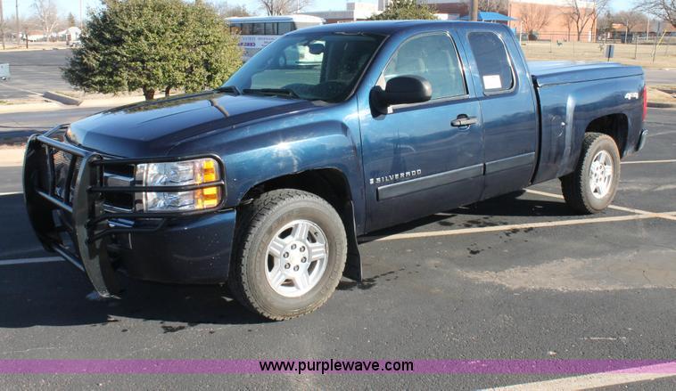C3725.JPG - 2007 Chevrolet Silverado 1500 Ext Cab pickup truck , 120,437 miles on odometer , 5 3L V8 OHV 16V FFV...
