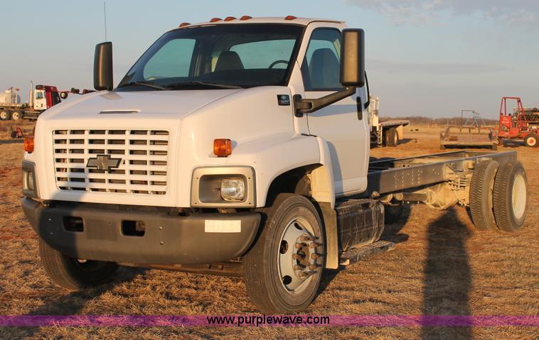 C3750.JPG - 2005 Chevrolet C6500 semi truck , 146,446 actual miles , Caterpillar C7 7 2L six cylinder turbo dies...