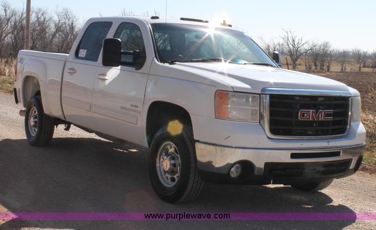 C3751.JPG - 2007 GMC Sierra 2500HD Z71 Crew Cab pickup truck , 182,974 miles on odometer , 6 6L V8 16V OHV turbo...