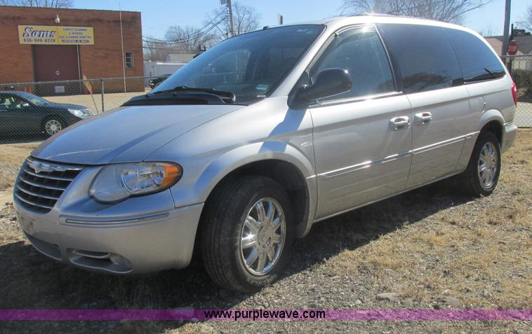 H7721.JPG - 2005 Chrysler Town amp Country Limited van , 120,443 actual miles , 3 8L V6 OHV 12V gas engine , Aut...