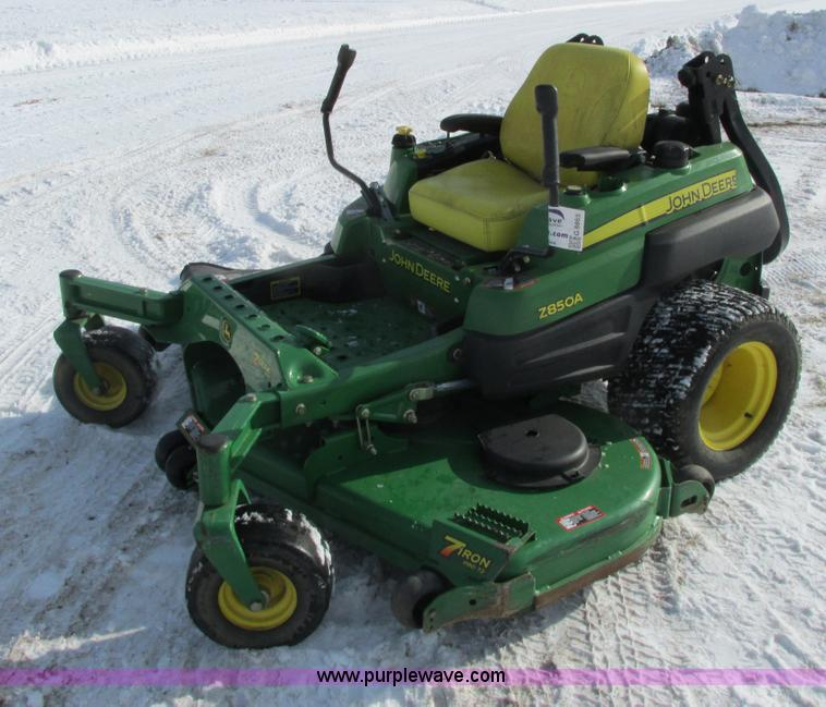 G8865.JPG - 2008 John Deere Z850A ZTR lawn mower , 247 hours on meter , 72 quot cut , Kawasaki V twin gas engine...